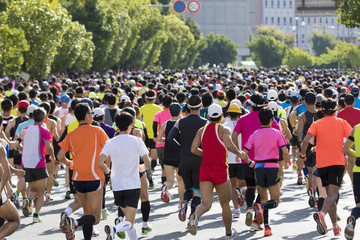 マラソン後の外側の足首の痛み