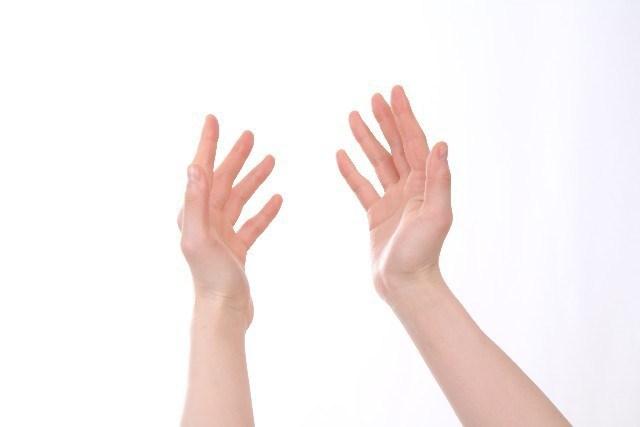首・腕の痛み(頸椎椎間板ヘルニア)